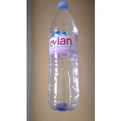 Evian Mineralwasser still