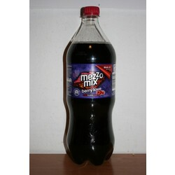 Mezzo Mix berry love-cola küsst beere